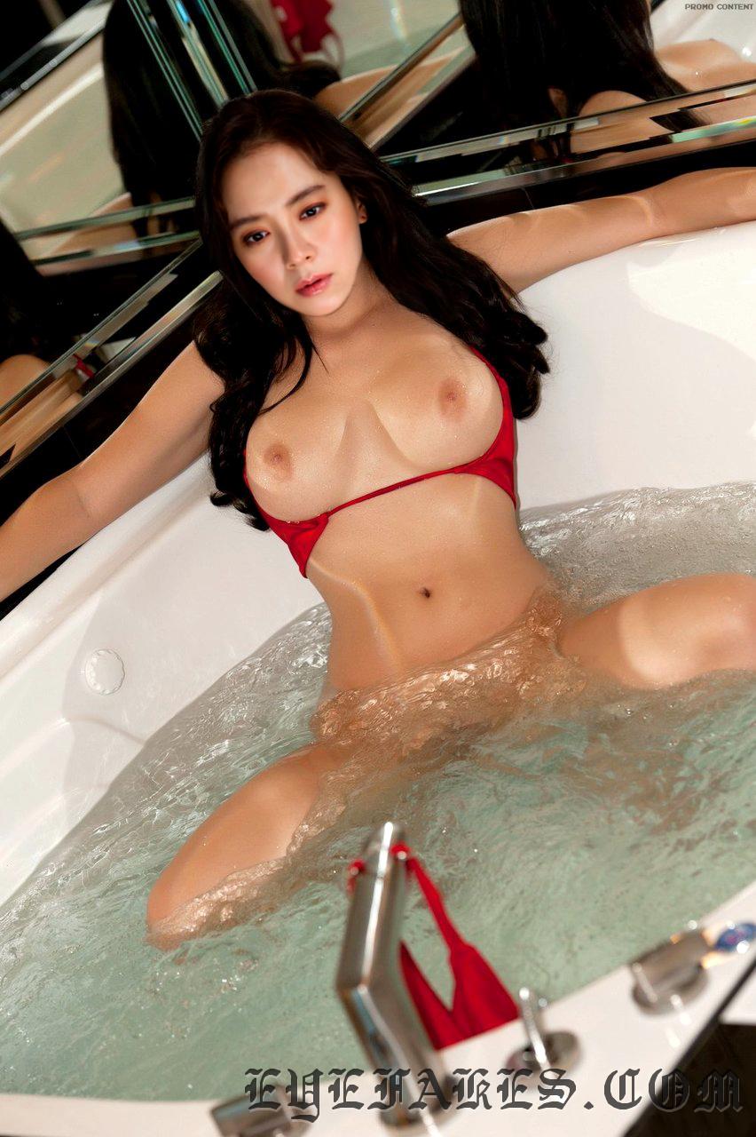 Song Jihyo  nude fake