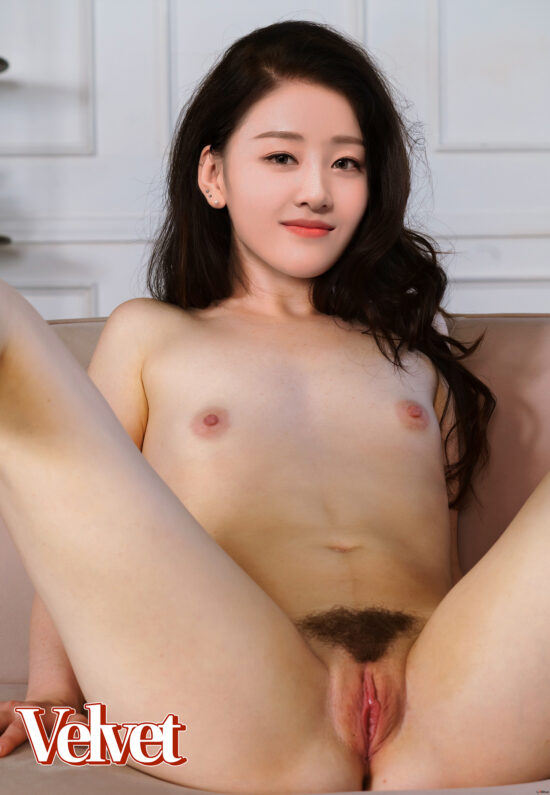 Loona Yves nude fake